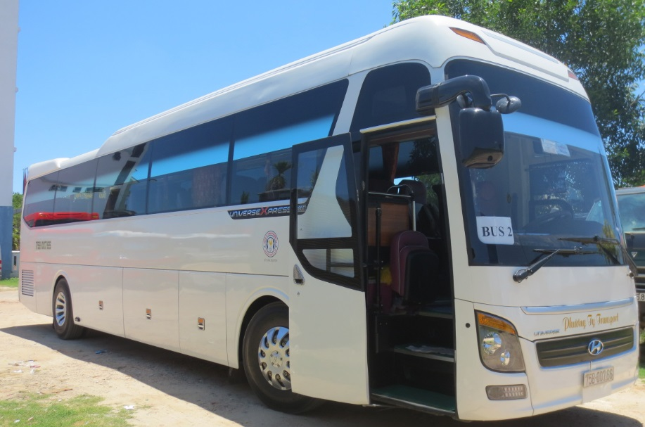 huyndai univers 45 seat - Phong Nha Private Car