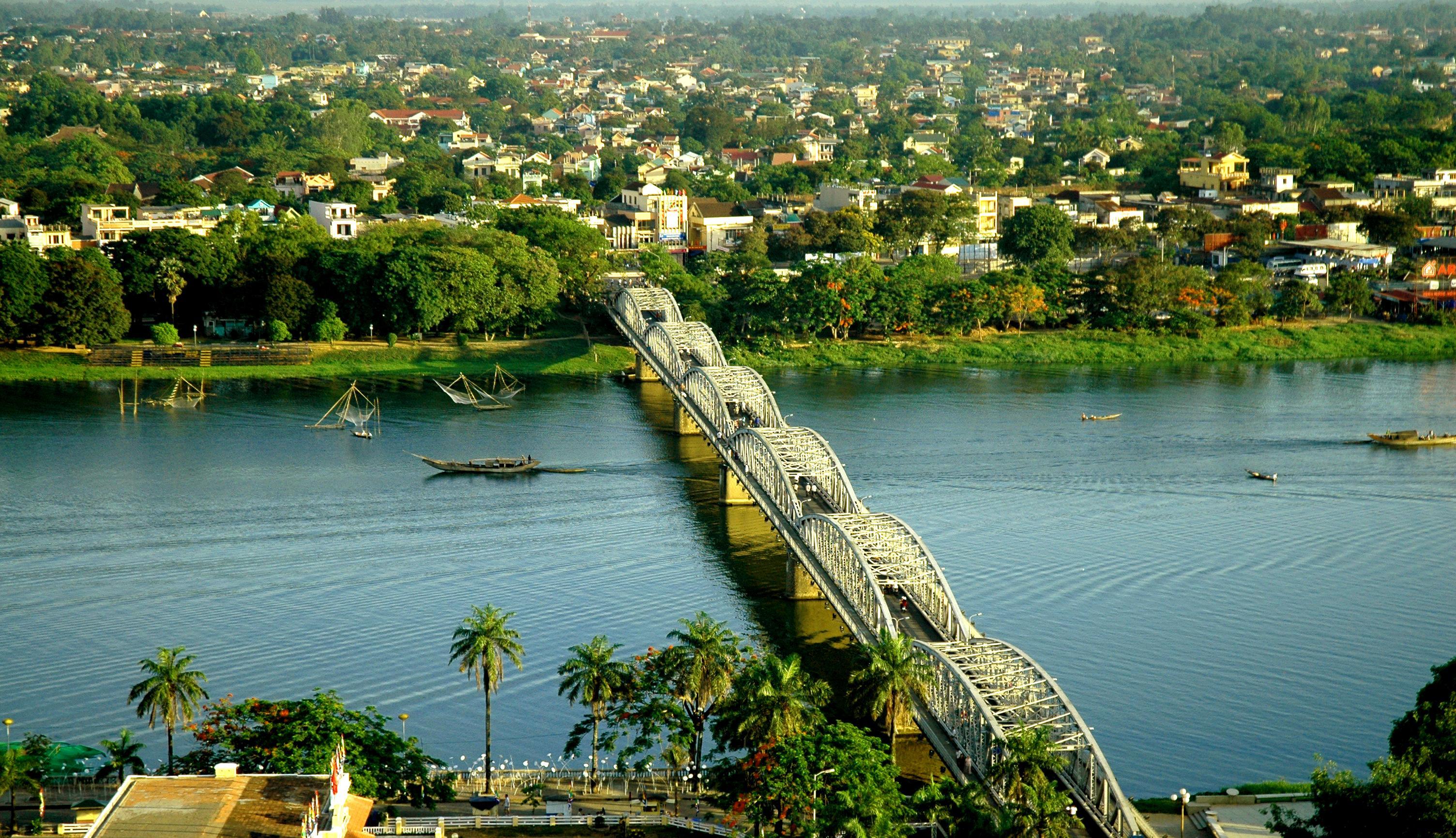 Perfume River - Truong Tien Bridge